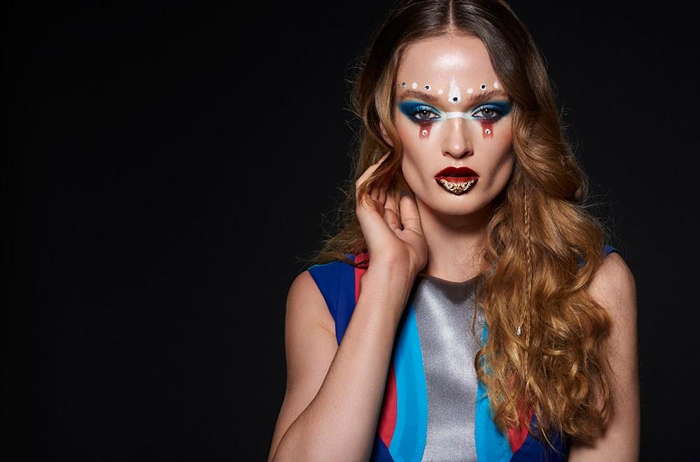 Urobte si filmový make up. Rozjasňovač Glamour Glow od Kryolan.